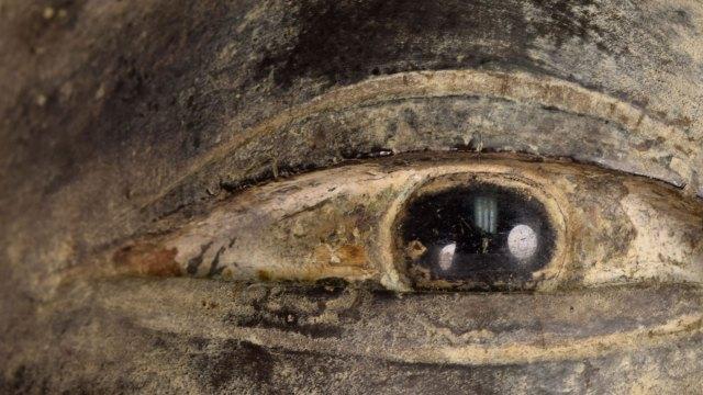 very close view of buddha's eye