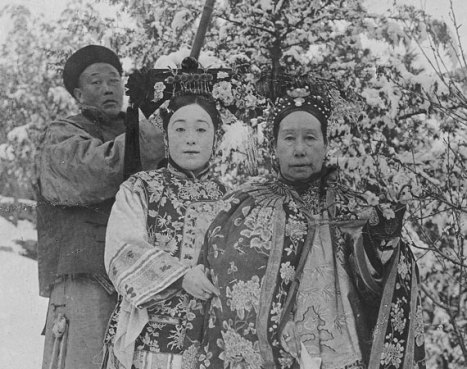 Cixi in snow with Deling