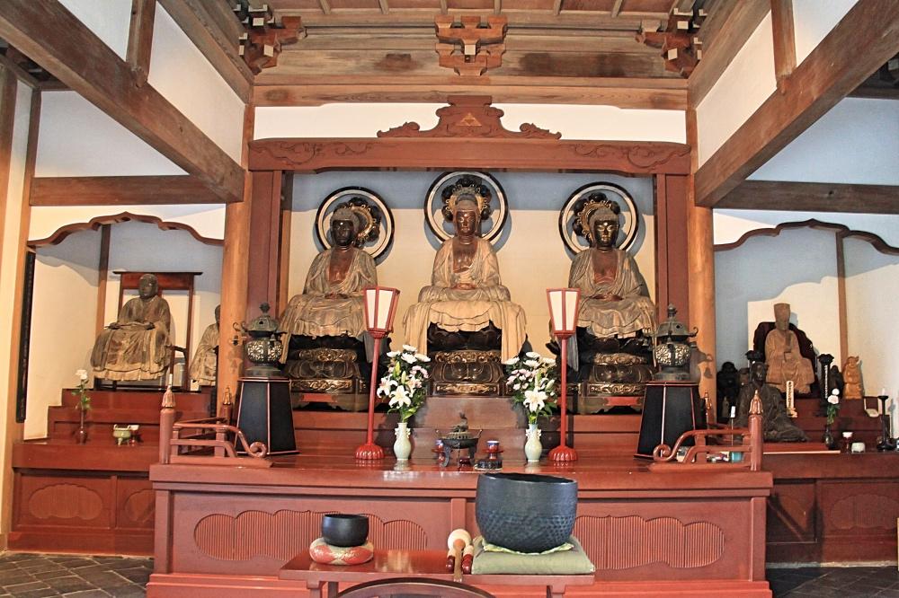 Inside the Jochi-ji temple.