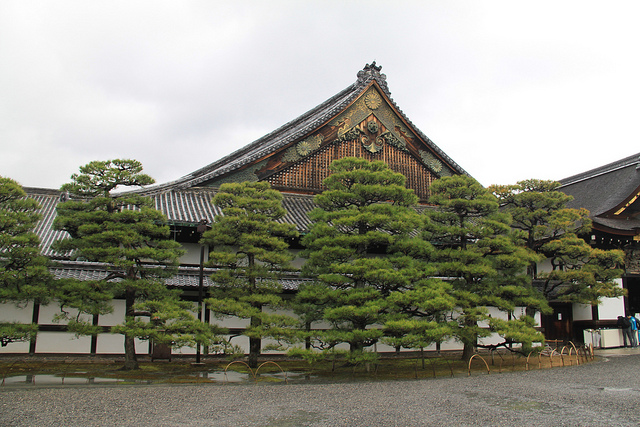 The outside of the Ninomaru palace.