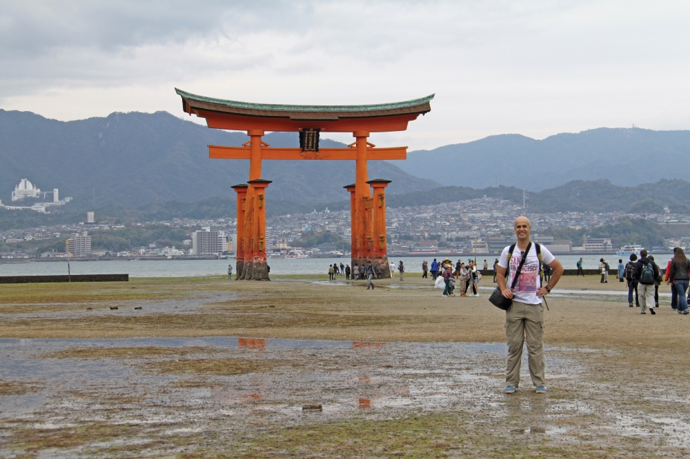 The floating torii at low tide.