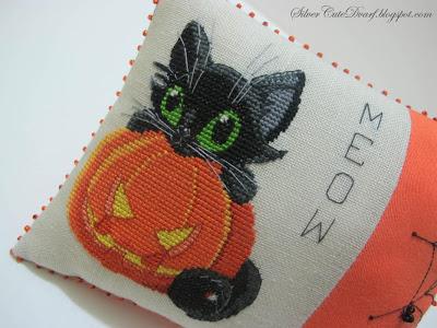 black kitten and halloween pumpkin free cross stitch pattern