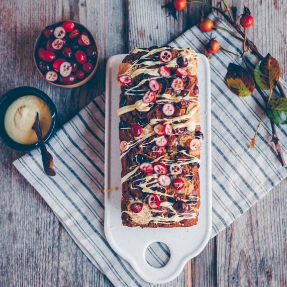 Bananenbrot mit Cranberrries und weisser Schokolade