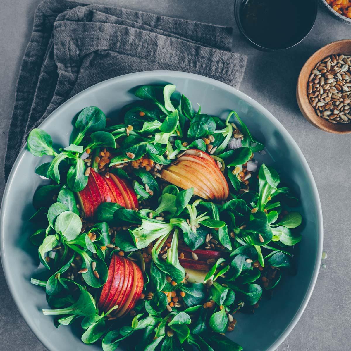 Nüsslisalat (Feldsalat) mit Apfel & Linsen
