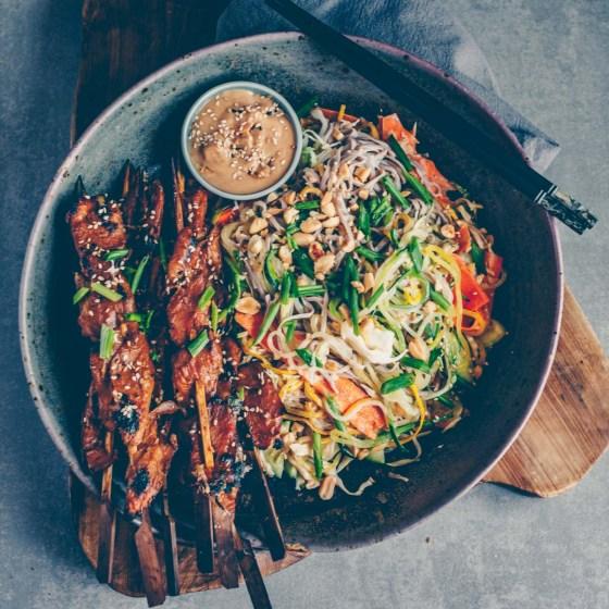 Soba-Nudel Salat mit Erdnussdressing