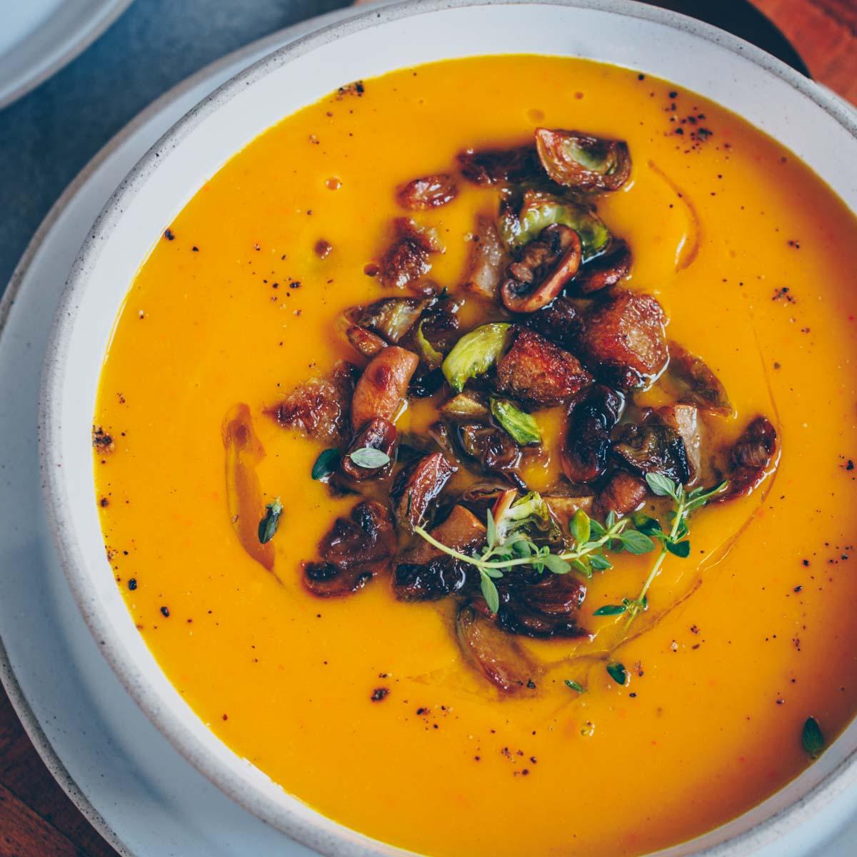 Kürbis-Suppe mit Birnen