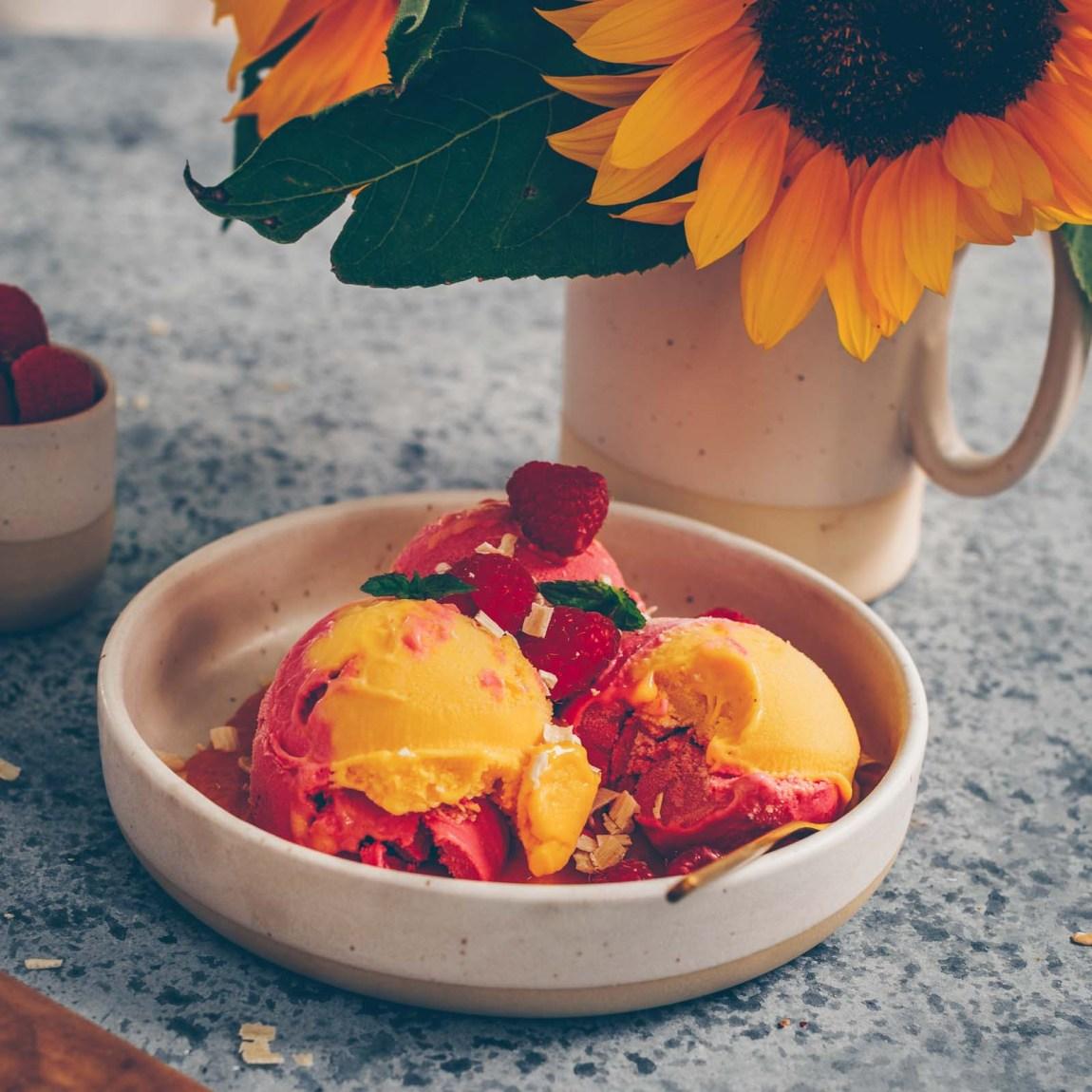 Veganes Mango - und Himbeereis