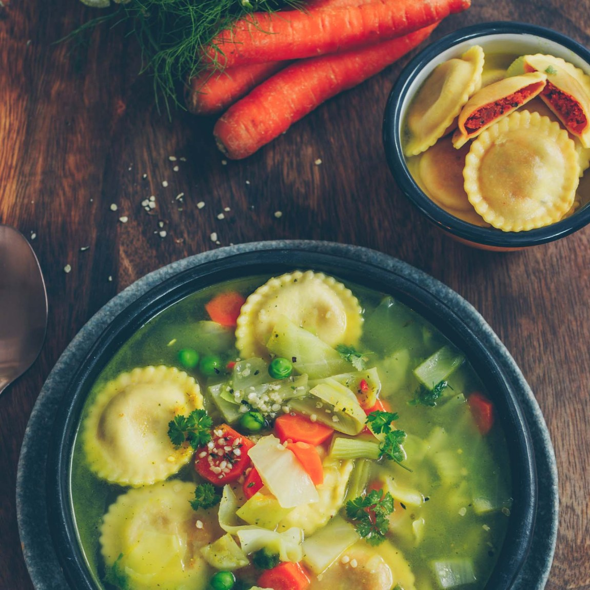 Minestrone mit veganen Girasoli