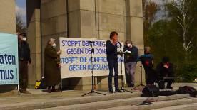 Berlin-Tiergarten, 8. Mai 2021: Die Journalistin Chrstiane Reymann bei ihrer Rede