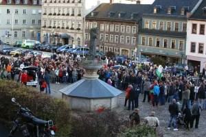 Geschätzte 300 Asylgegner versammelten sich auf dem Altmarkt.