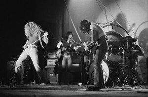 20121010-led-zeppelin-1971-595x-1349880615