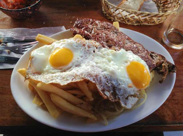 Santiago_gastronomia_lomo_a_lo_pobre