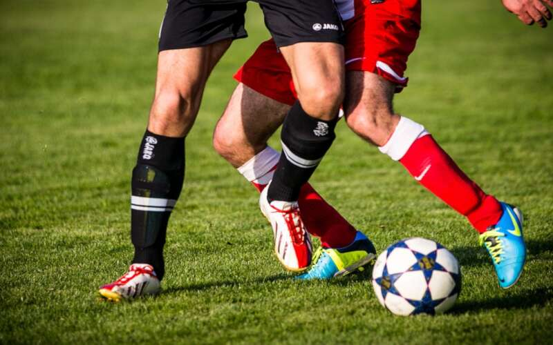 2 Fussballspielerbeine