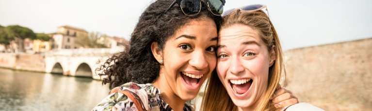 Klassenfahrt Emiglia Romagna Rimini fröhliche Schülerinnen