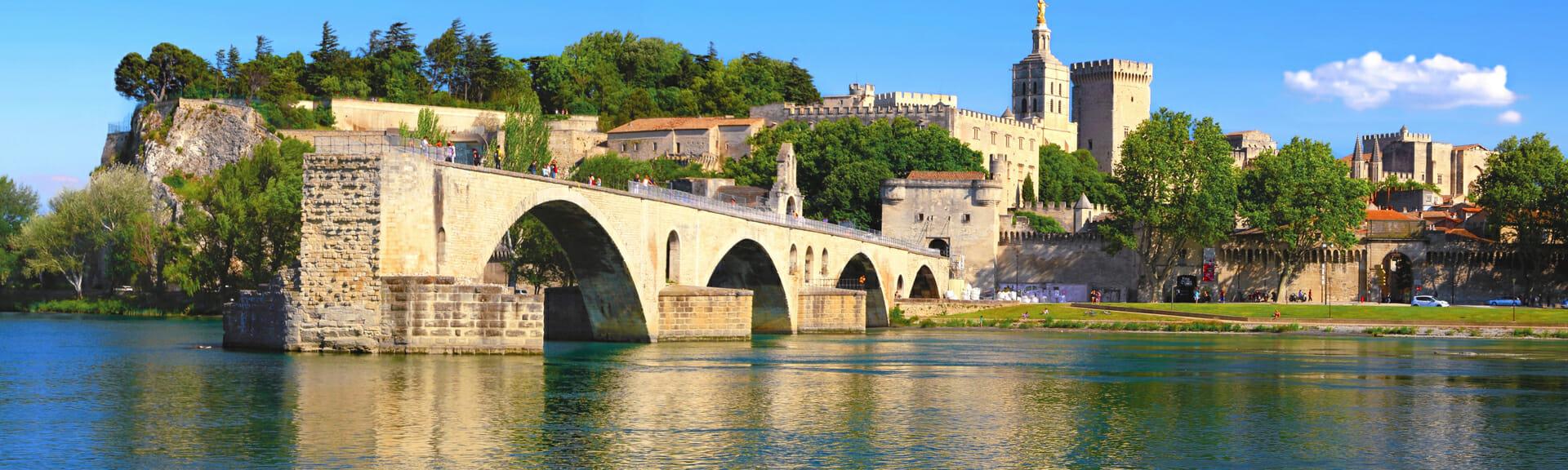 Klassenfahrt Provence Avignon Papstpalast und Brücke Saint Bénézet