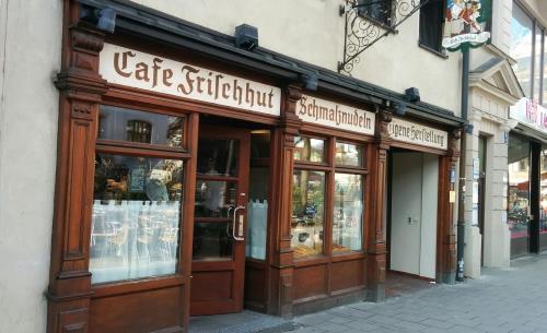 Kult-Cafes in München: Cafe Frischhut (Schmalznudel)