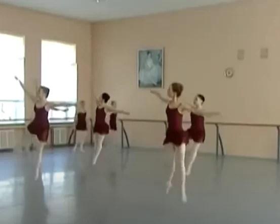 ワガノワアカデミーのオンラインバレエ・サマーワークショップ 2020