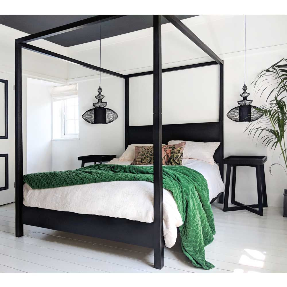 https www frenchbedroomcompany co uk hedonist black carved four poster bed