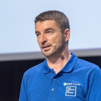 Gaëtan Lavenu est responsable communication technique chez Esri France, distributeur exclusif d'Esri pour l'Hexagone.