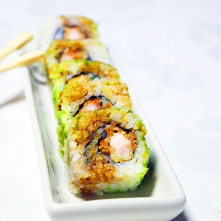 Uramaki sushi con gambero in tempura  Fresco Pesce