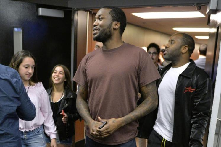 """Meek Mill Rings Bell Before 76ers-Heat Game 5 After Release from Prison ROB GOLDBERG APRIL 24, 2018  PHILADELPHIA, PA - APRIL 24:  Meek Mill arrives at the arena before the game between the Philadelphia 76ers and the Miami Heat in Game Five of Round One of the 2018 NBA Playoffs on April 24, 2018 at the Wells Fargo Center in Philadelphia, Pennsylvania. NOTE TO USER: User expressly acknowledges and agrees that, by downloading and/or using this Photograph, user is consenting to the terms and conditions of the Getty Images License Agreement. Mandatory Copyright Notice: Copyright 2018 NBAE (Photo by David Dow/NBAE via Getty Images) David Dow/Getty Images The Philadelphia 76ers got an extra boost before Game 5 against the Miami Heat on Tuesday when Meek Mill rang the ceremonial Liberty Bell to kick off the game.  Mitchell Breaks MJ's Rookie Playoff Record   Collin Sexton Could Be Next Eric Bledsoe   Andre Ingram Put on a Show in His NBA Debut   Turner's Showcase Giving Overlooked Ballers a Chance   Raptors Have Dominated Since 'God's Plan'   Jimmy Was Clowning While He Was Hurt   Simmons Averaging a Triple Double Over Win Streak   Mo Bamba Could Be the Next Rudy Gobert   Jason Kidd, Steve Nash Headline Basketball HoF Class   Mikal Bridges Could Be NBA's Next Otto Porter Jr.   Today in History: MJ Scores Career-High 69 Pts   Could LiAngelo Join Lonzo on the Lakers?   Dwight Joins Love & Kareem with Historic 30/30 Night   Westbrook's Road to 100 Triple-Doubles   The NBA Is a Mess in the Best Way Possible   The NBA Still Has a Massive Tanking Problem   Rodman Is Living His Best Life in New Jersey Suburbs   Has the Brow Forced His Way into MVP Convo?   Sunday's ASG Was a Start, but It Still Needs Fixing   Hawks Fans Keep Getting Burned by Hot Sauce   The rapper was released from prison earlier in the day after the Pennsylvania Supreme Court overturned his conviction, per TMZ Sports. Sixers co-owner Michael Rubin was there to greet him upon his release and was called a """"good f"""