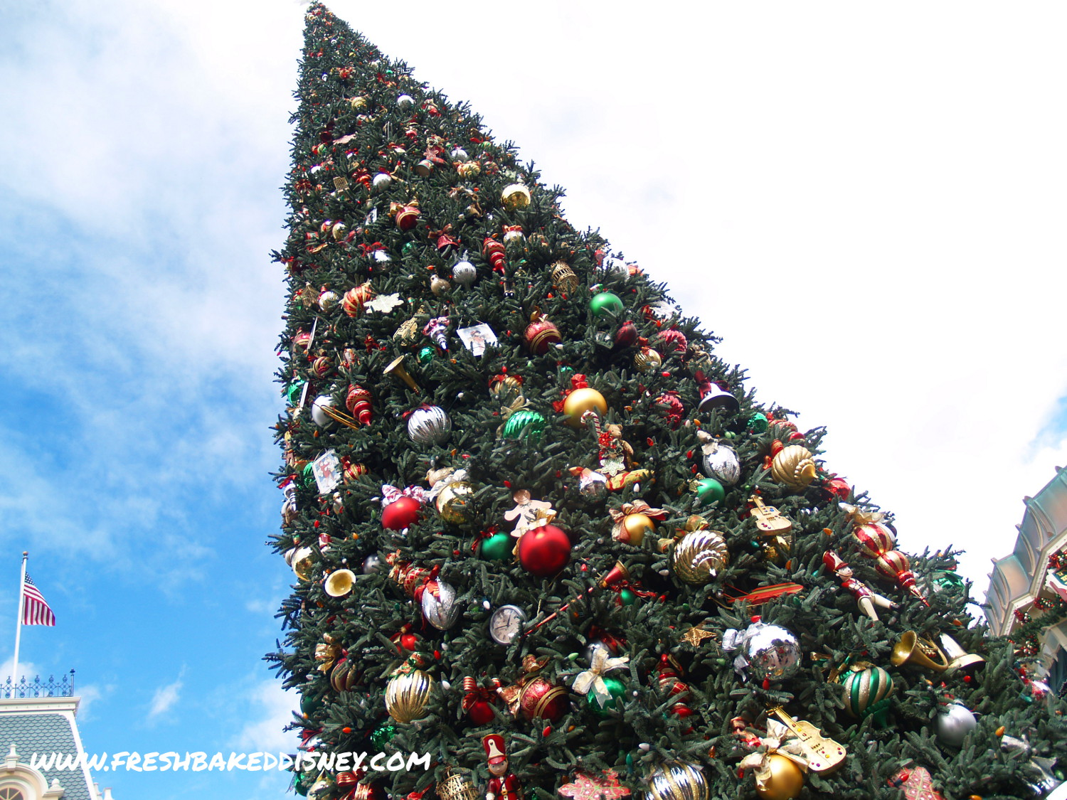 when does disneyland put up decorations - 28 images - more ...