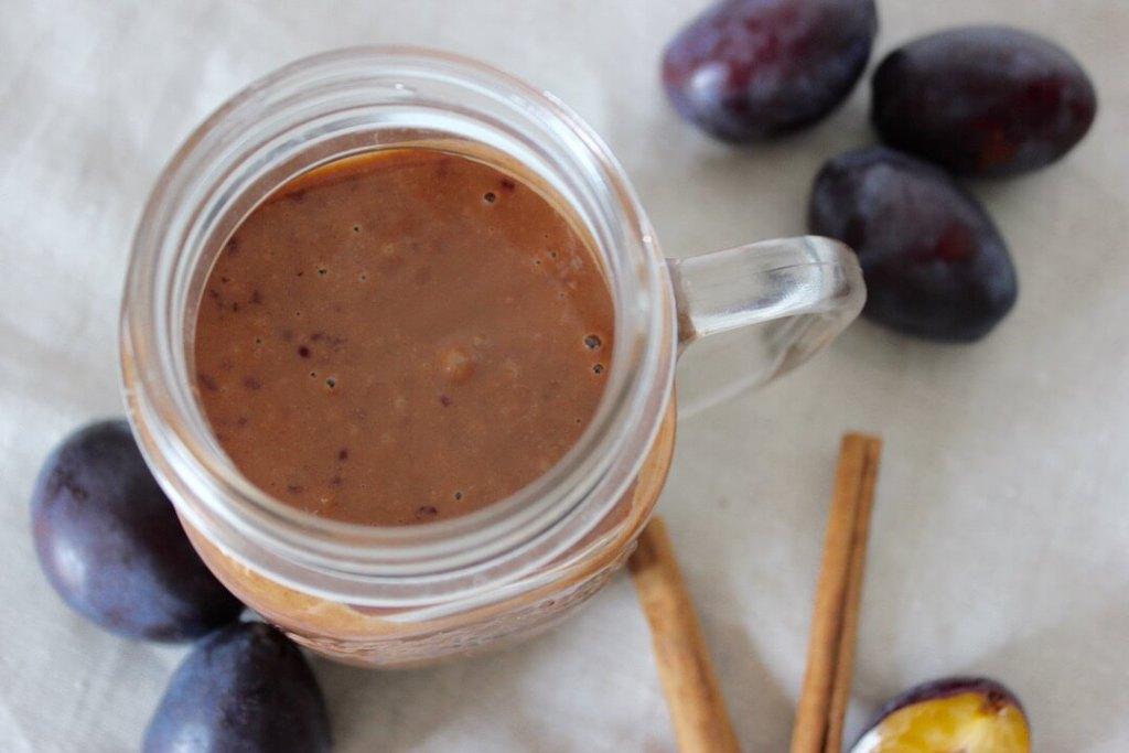 zwetschgen-smoothie-rezept-mit-mandelmus-und-zimt