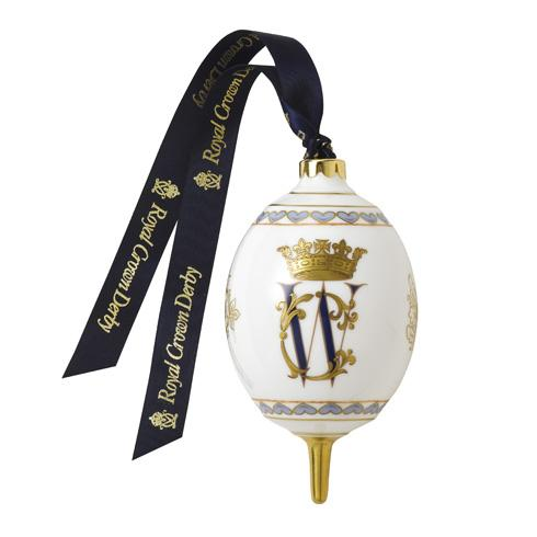 Royal Crown Derby William and Catherine Christmas bauble