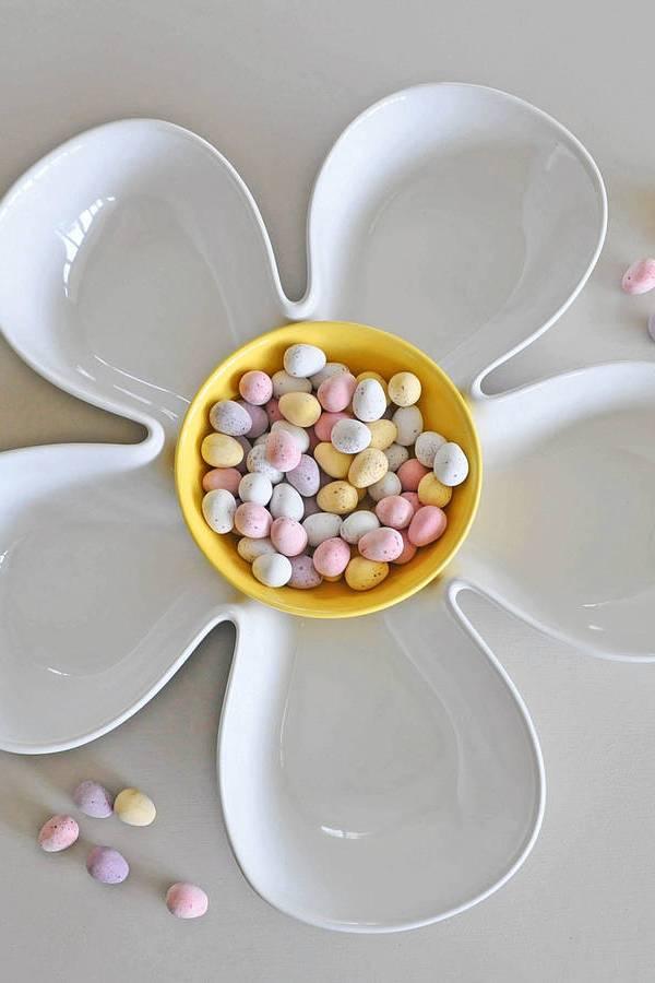 Home entertaining: Flower design serving bowl