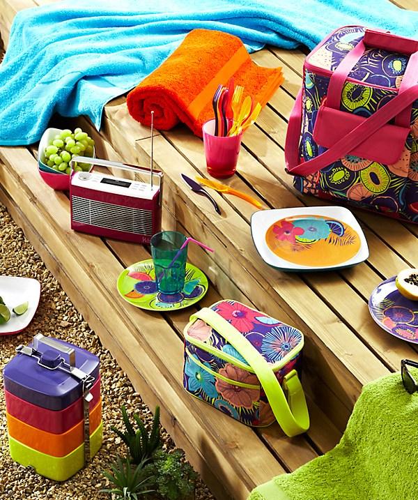 Pack up a picnic: Tropicana picnicware