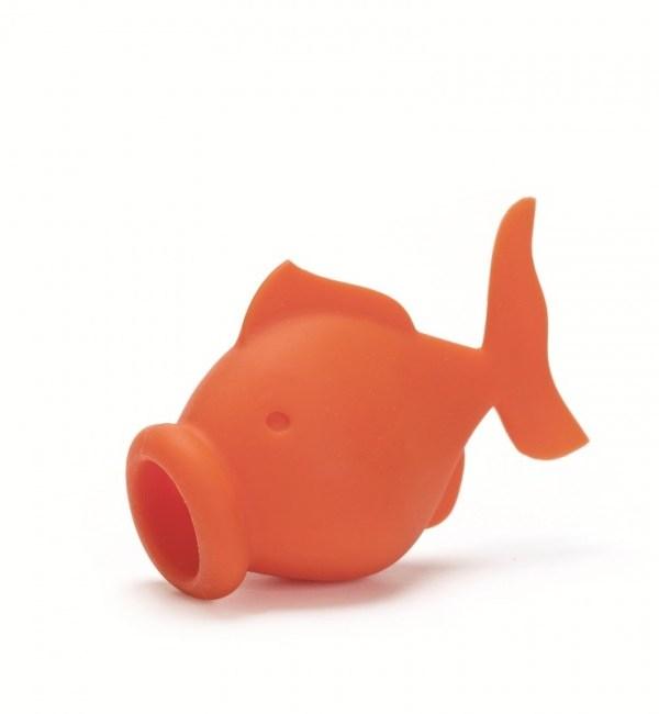 Baking accessories: YolkFish egg separator by Peleg Design