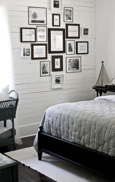 Unique Go monotone with a stylish black and white gallery wall