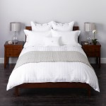Bedroom decor for couples: Gender neutral bedding