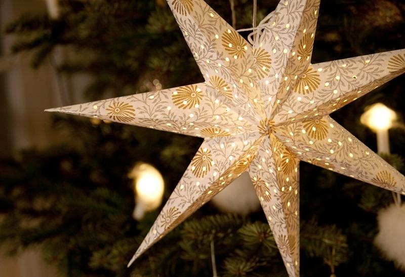 Traditional Scandinavian Christmas star light from Jackie K - Christmas Window Star: Jackie K Swedish Star Review ~ Fresh Design Blog