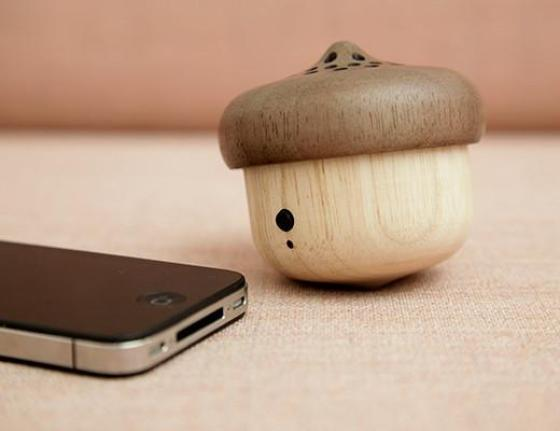 Cute little wooden acorn which is actually a bluetooth speaker - cool!