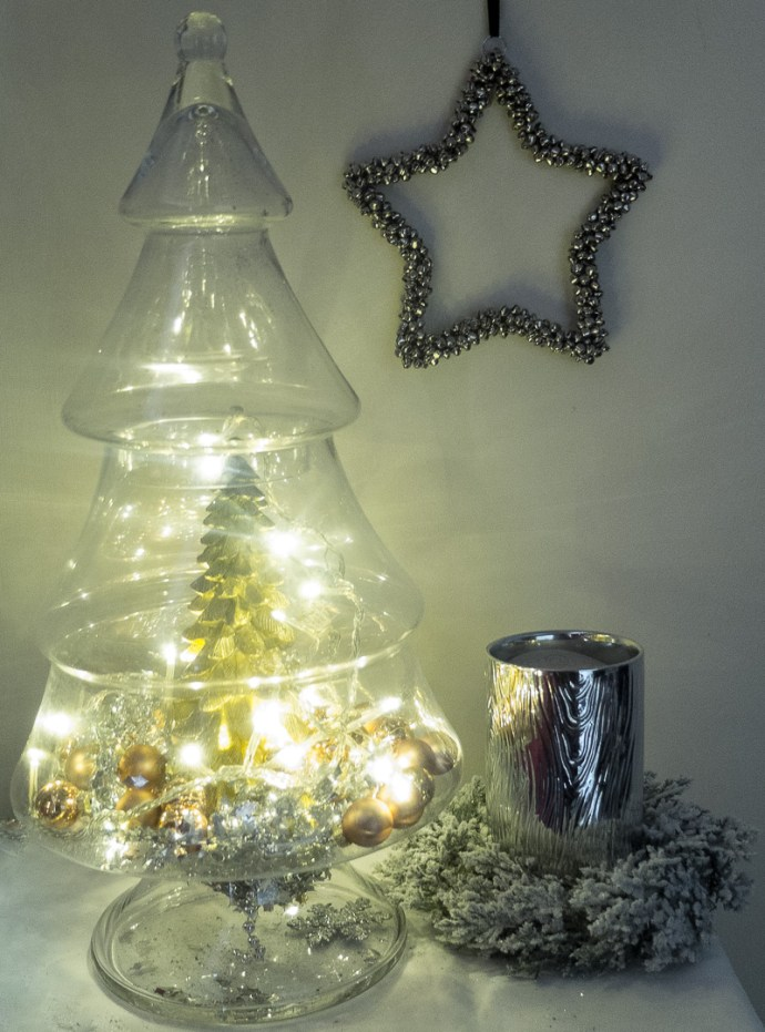 How to use a glass Christmas tree jar