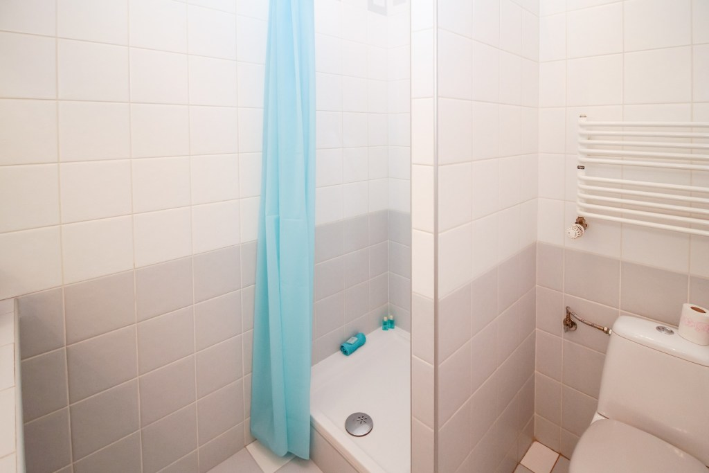 Check out these top tips for cleaning your shower curtain