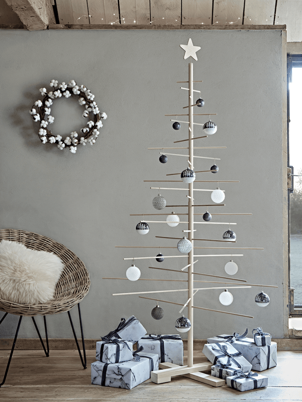 Love this sleek and minimal wooden Scandi style Christmas tree