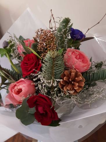 Unboxing the Christmas posy scented floral bouquet from The Real Flower Company