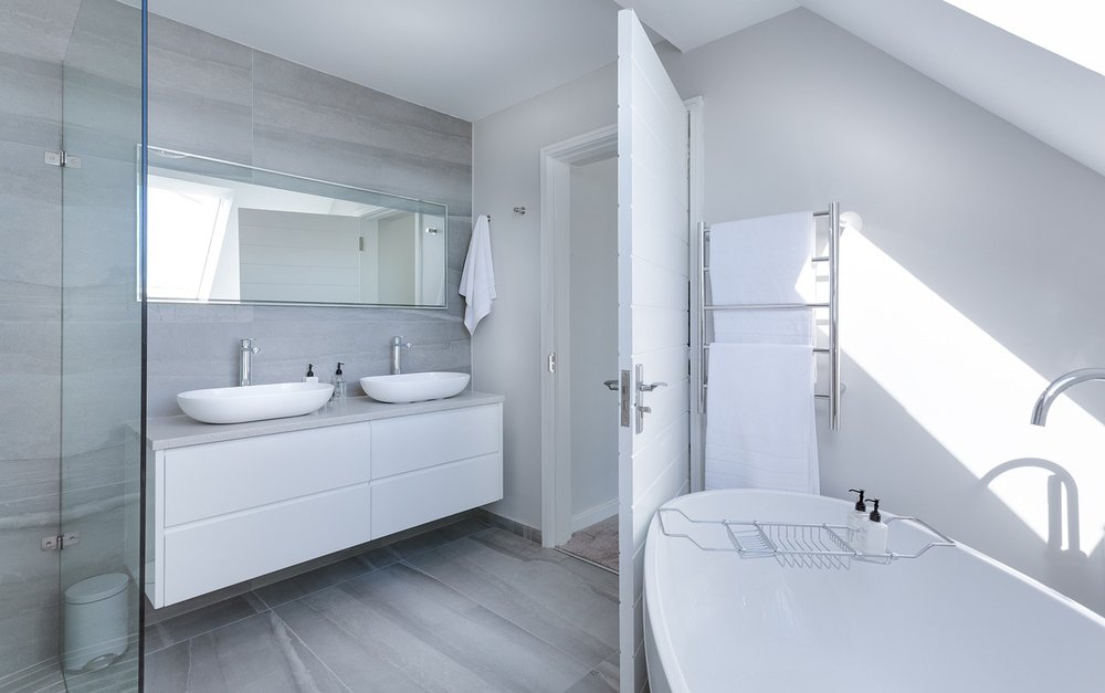 Tips and ideas for choosing a new bathroom suite