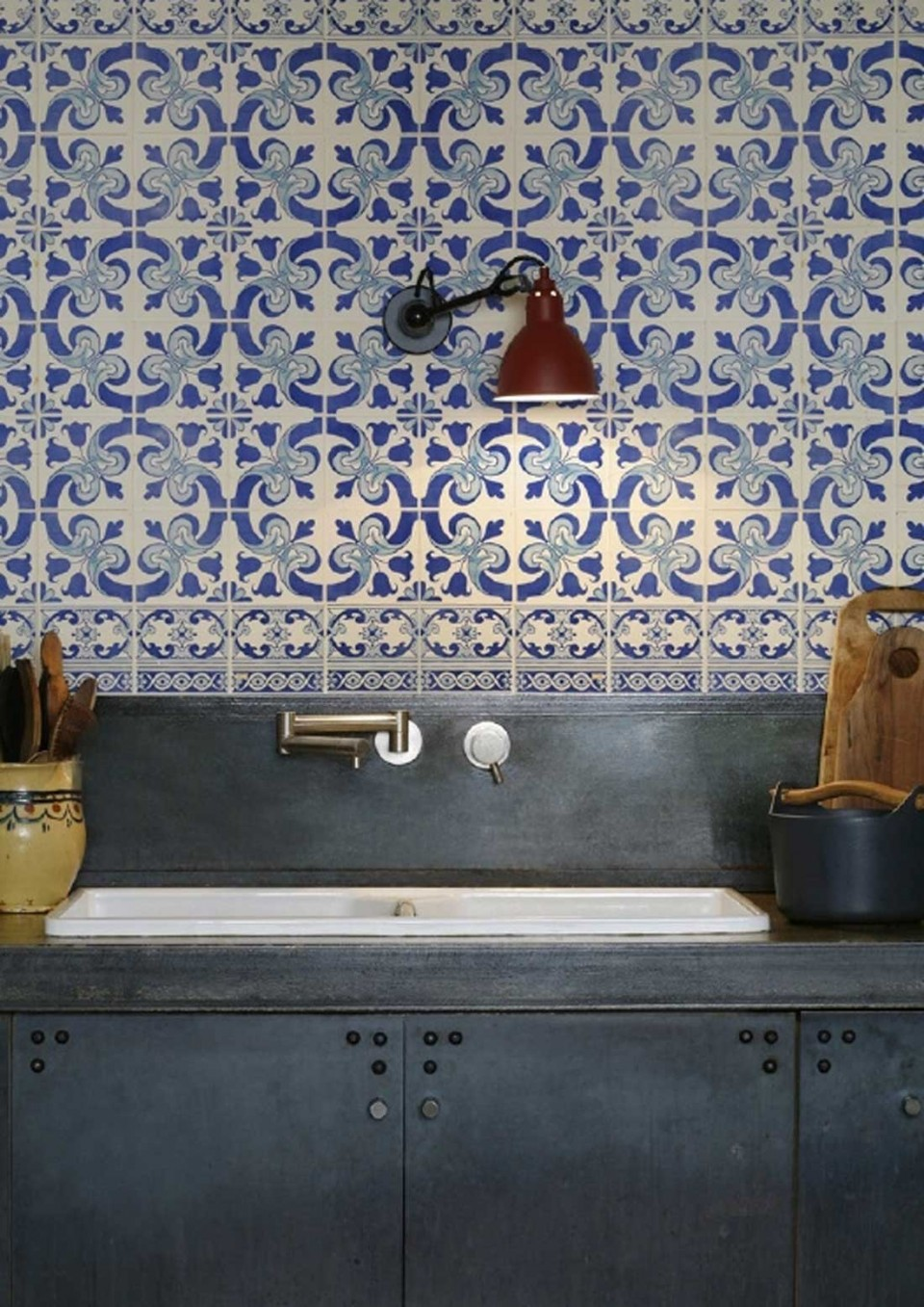 Love delft tiles? Why not create a delft tile splashback in your kitchen with this super easy hack!