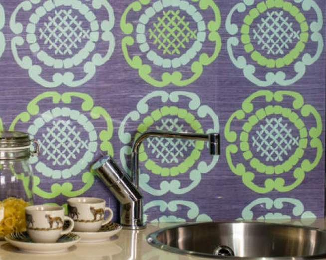 Green geometric kitchen splashback designed by glass designer Emma Britton