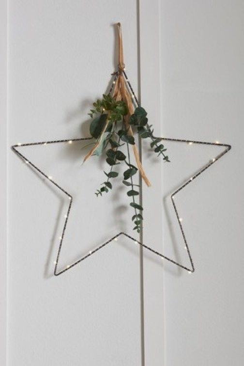 Love this elegant minimalist star design wreath, it even comes pre-lit