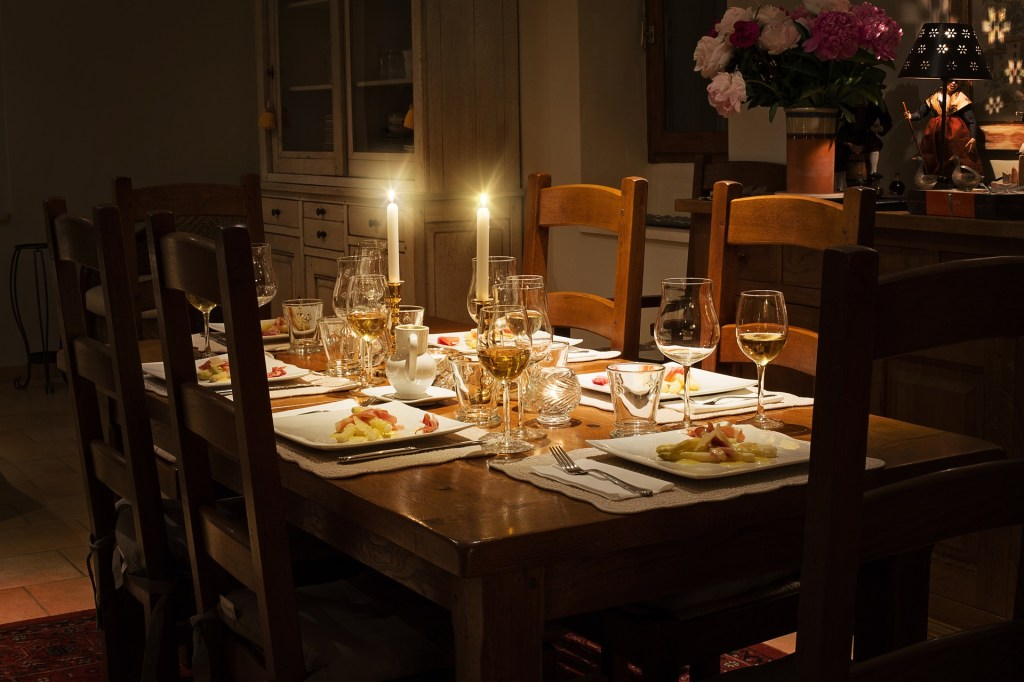 How to create the perfect dinner party for guests