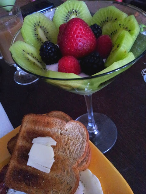 fruit parfait toast breakfast
