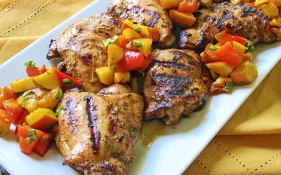 Herb-Balsamic Grilled Chicken with Peach-Pepper Salsa