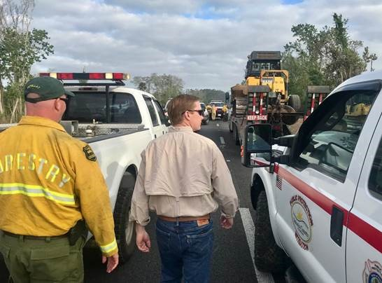 Commissioner Putnam visits  the Pioneer Trail fire in Volusia County.