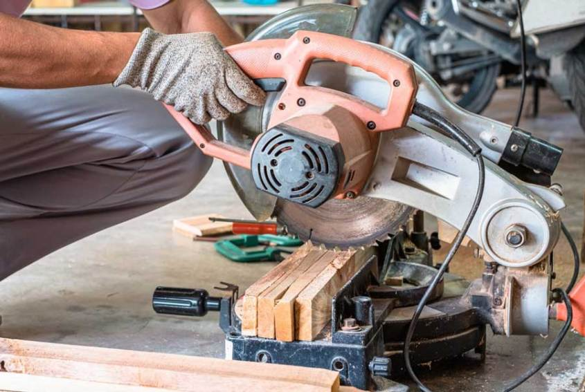 Best 7 1/4 Sliding Miter Saw Reviews 2020 and Buying Guide
