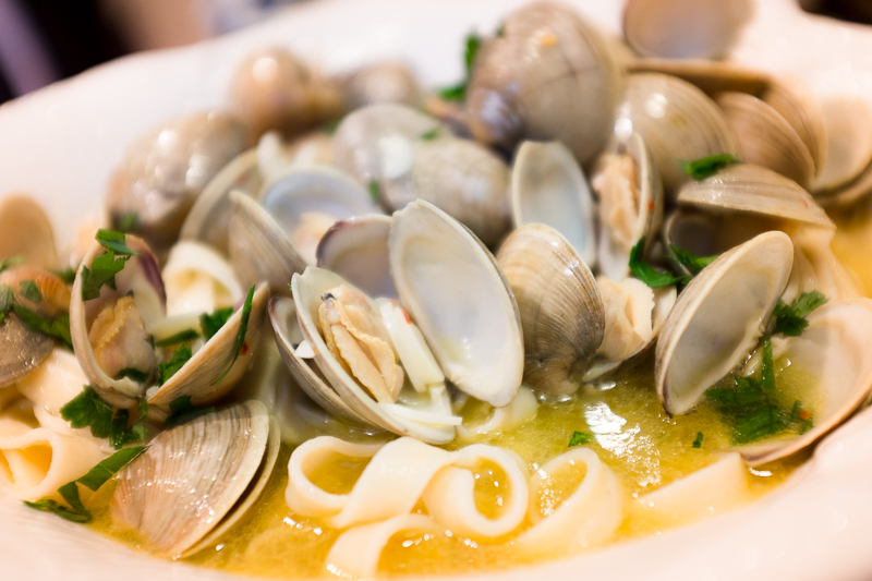 Clams & fettuccine in a white wine sauce