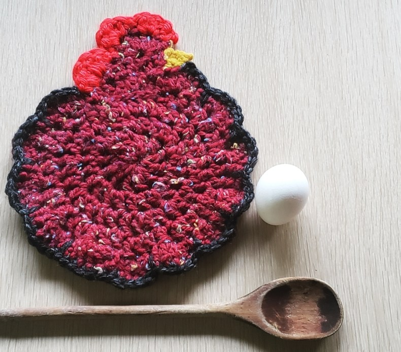 Clucky The Kitchen Chicken free crochet pattern chicken pattern chicken potholder pattern easy crochet fast crochet pattern
